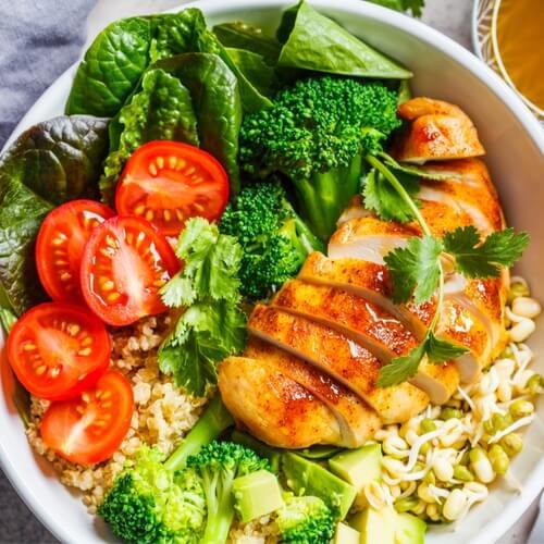 Mausteinen Kana Salaatti